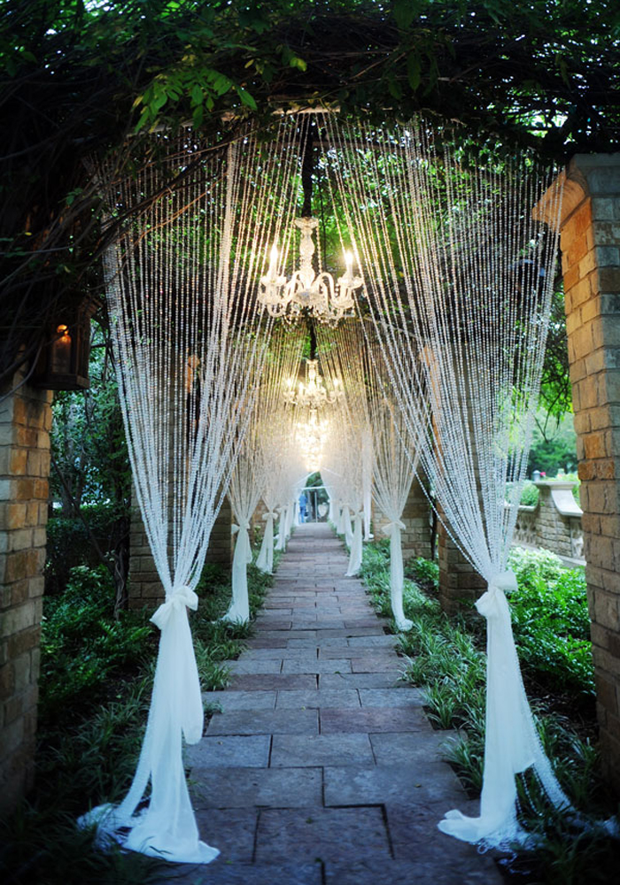 20 Gorgeous Walkway Ideas Leading Guests To Your Wedding Event