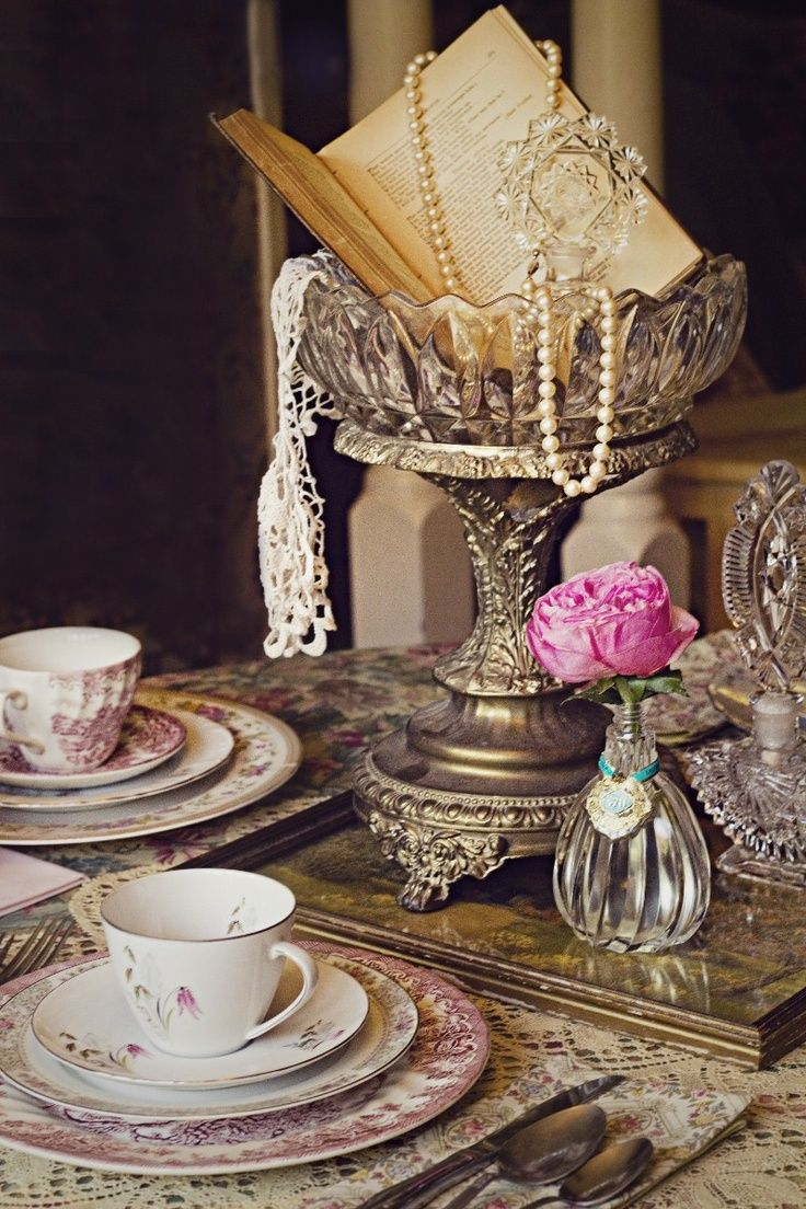 vintage wedding centerpieces ideas with pearls, silver, old books and crystal