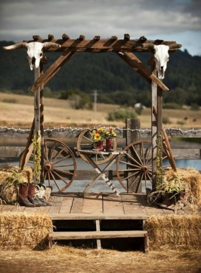 beautiful old wagon wheel decorated rustic wedding altar