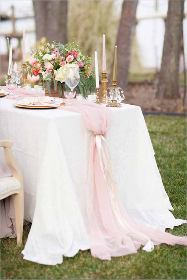 romantic tulle table runner for outdoor wedding