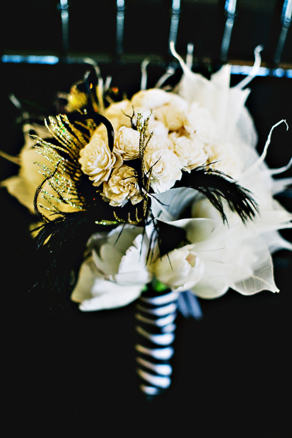romantic black and gold wedding bouquets
