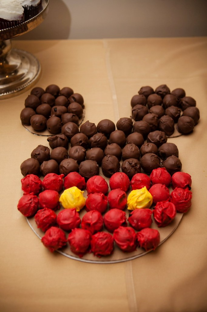 mickey mouse inspired disney wedding ideas
