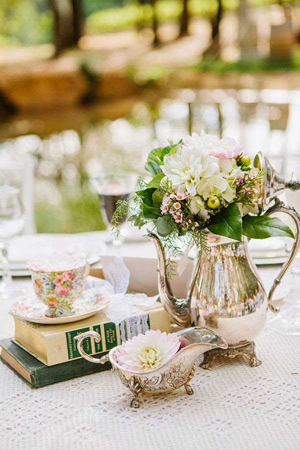 unique vintage wedding decor ideas with tea pot