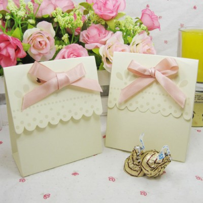 Adorable Beige Scalloped Pink Satin Bow Wedding Favour Boxes