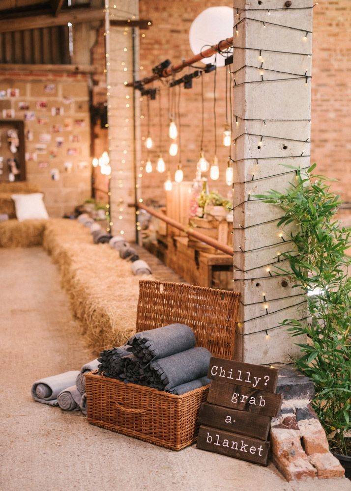 25 sweet and romantic rustic barn wedding decoration ideas creative and sweet rustic barn wedding ideas junglespirit Images
