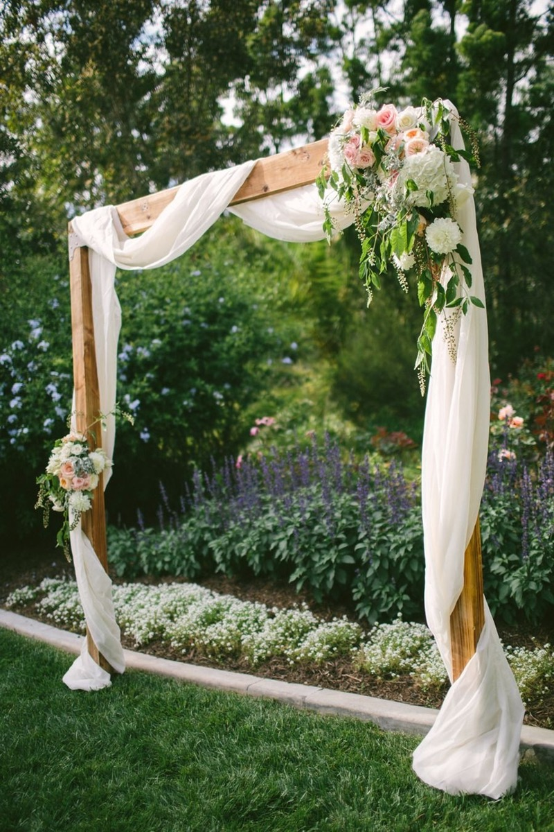 25 chic and easy rustic wedding arch ideas for diy brides easy and romantic rustic backyard wedding altar ideas solutioingenieria Choice Image