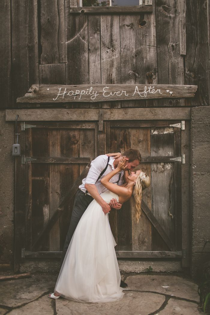 romantic and sweet barn wedding photo ideas