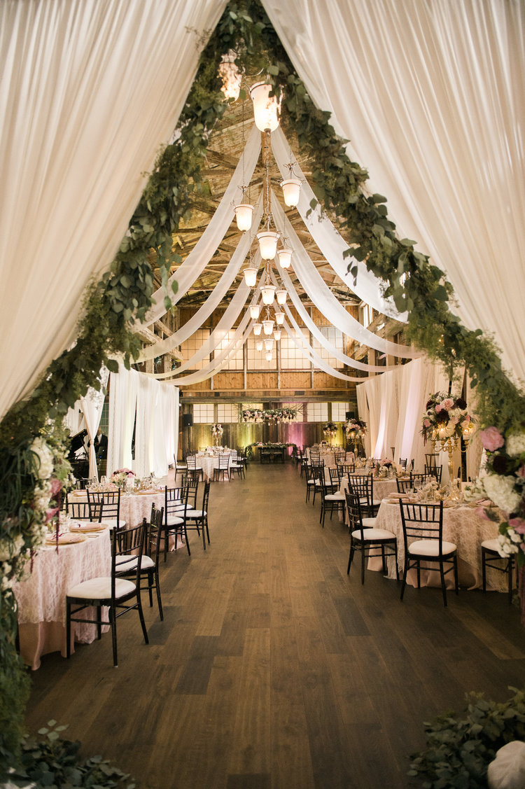 25 sweet and romantic rustic barn wedding decoration ideas romantic blush barn wedding decoration ideas junglespirit Images