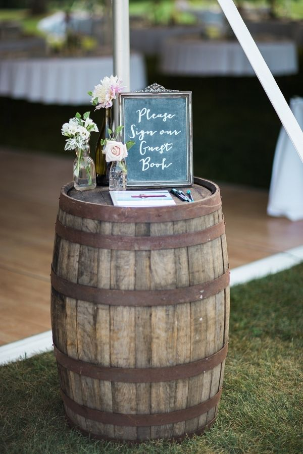 rustic and  romantic barn wedding decoration ideas