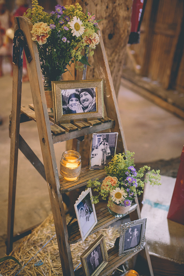Sweet Rustic Barn Wedding Photo Display Ideas