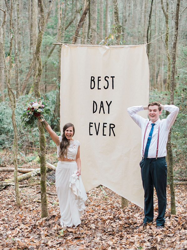 trendy and simple rustic wedding ceremony backdrop ideas