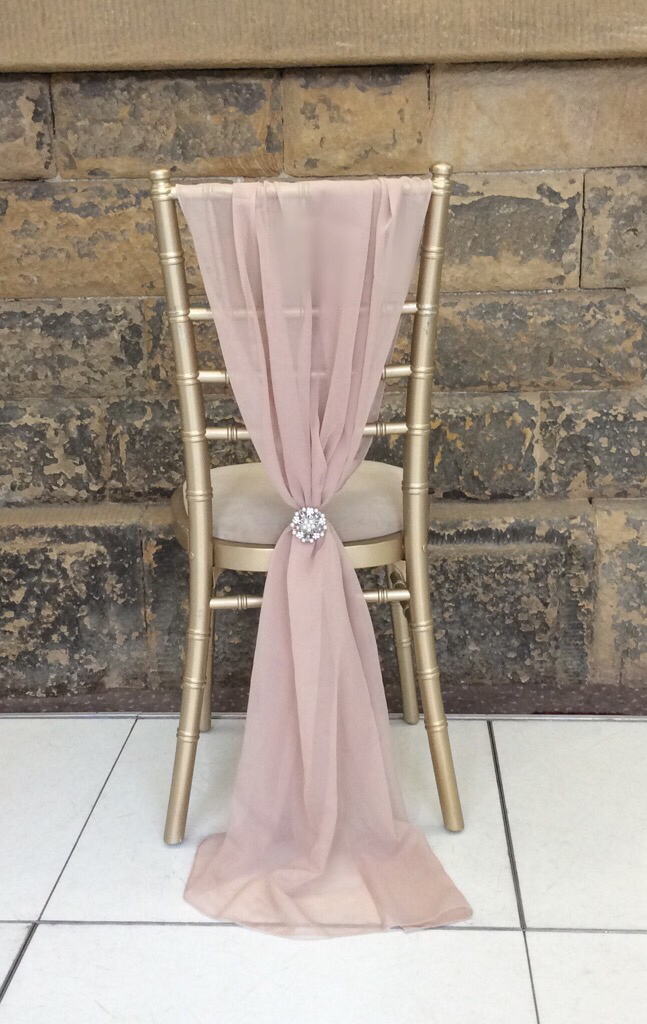 dusty pink and gold wedding chair decoration ideas