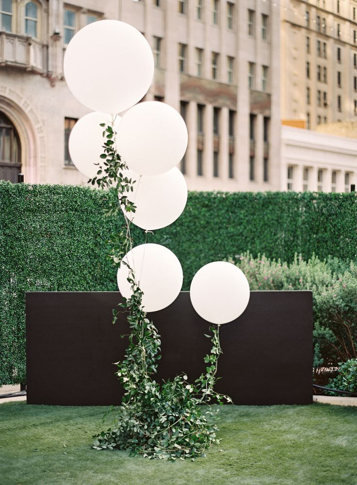 balloon wedding decoration for garden weddings