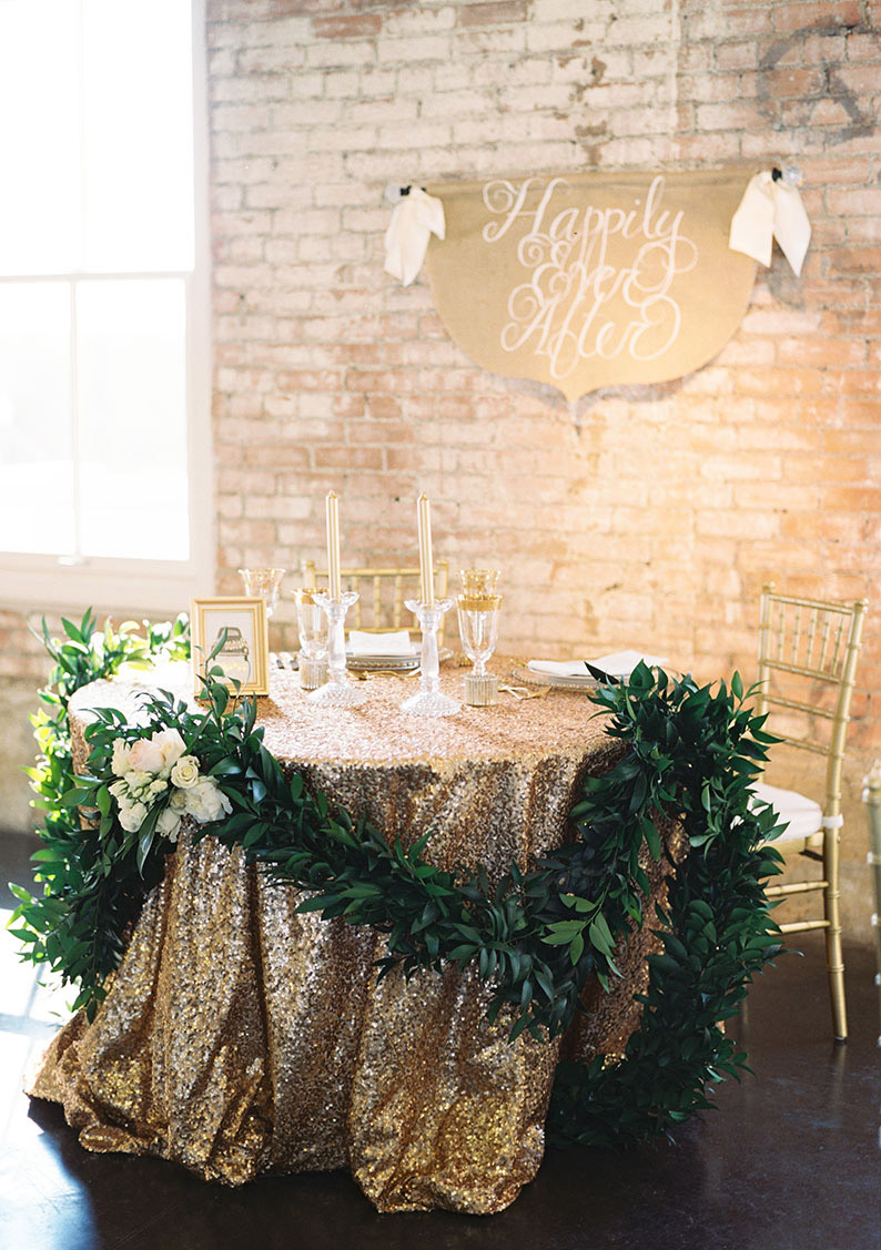 emerald greenery and gold glamour wedding table ideas