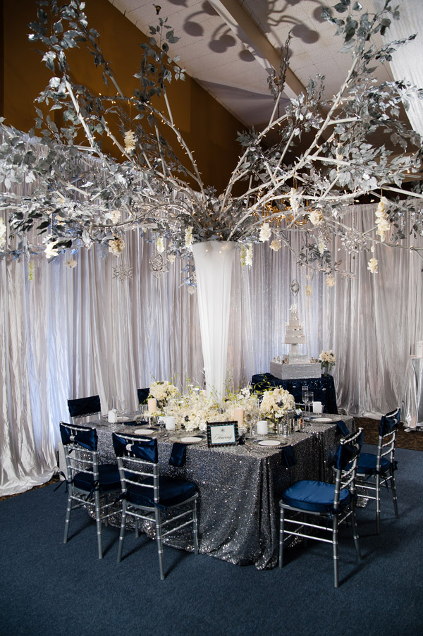 glamorous navy blue and silver winter wedding inspiration