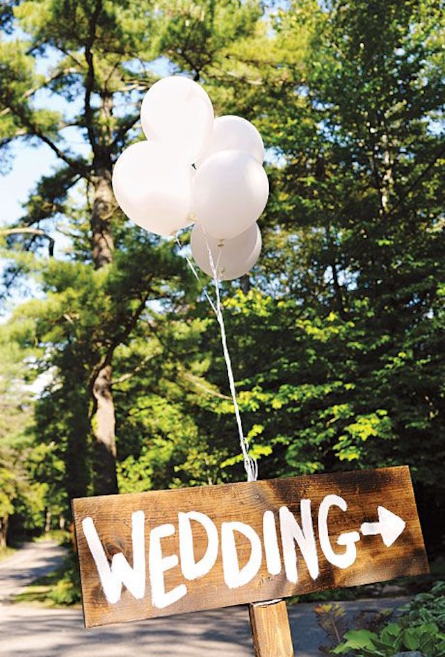 rustic wedding sign ideas with white giant balloons