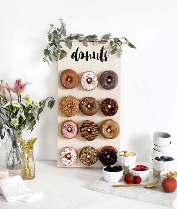 Adorable DIY Donut Wall Wedding Decoration Idea