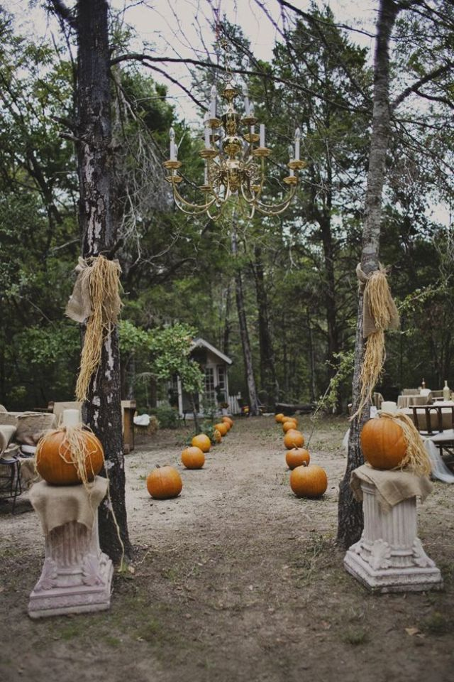 Awesome Ideas to Have the Chicest Halloween Wedding Ever