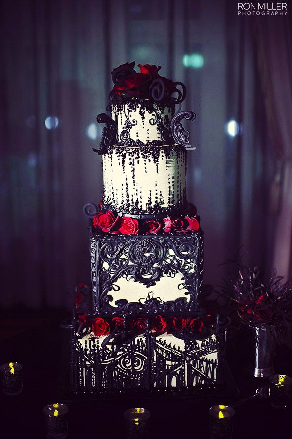 Black and Red Wedding Cake For Halloween Theme