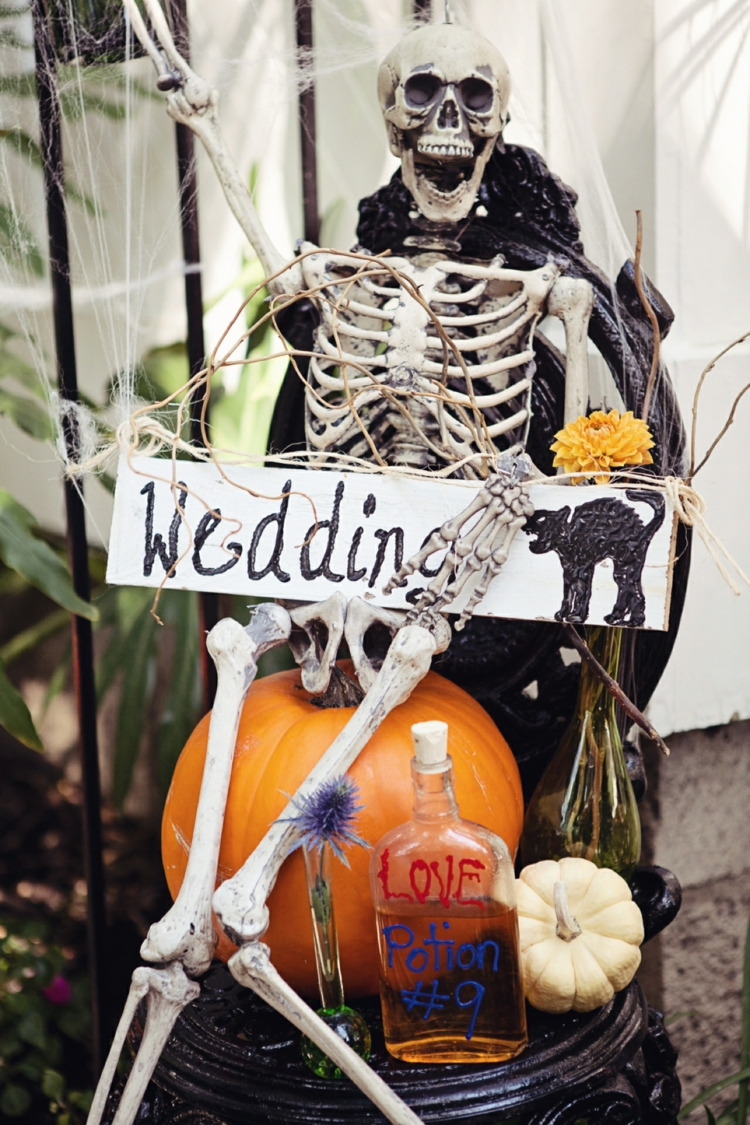 Halloween Themed Fall Wedding Decorating Ideas