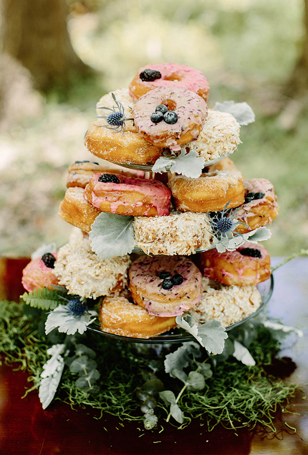 20 Irresistible Wedding Donut Ideas Your Guests Will Love