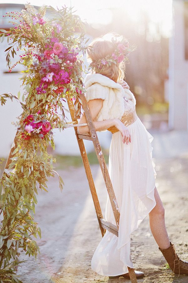 Beautiful Wedding Photos with Bride Leaning to the Step Ladder