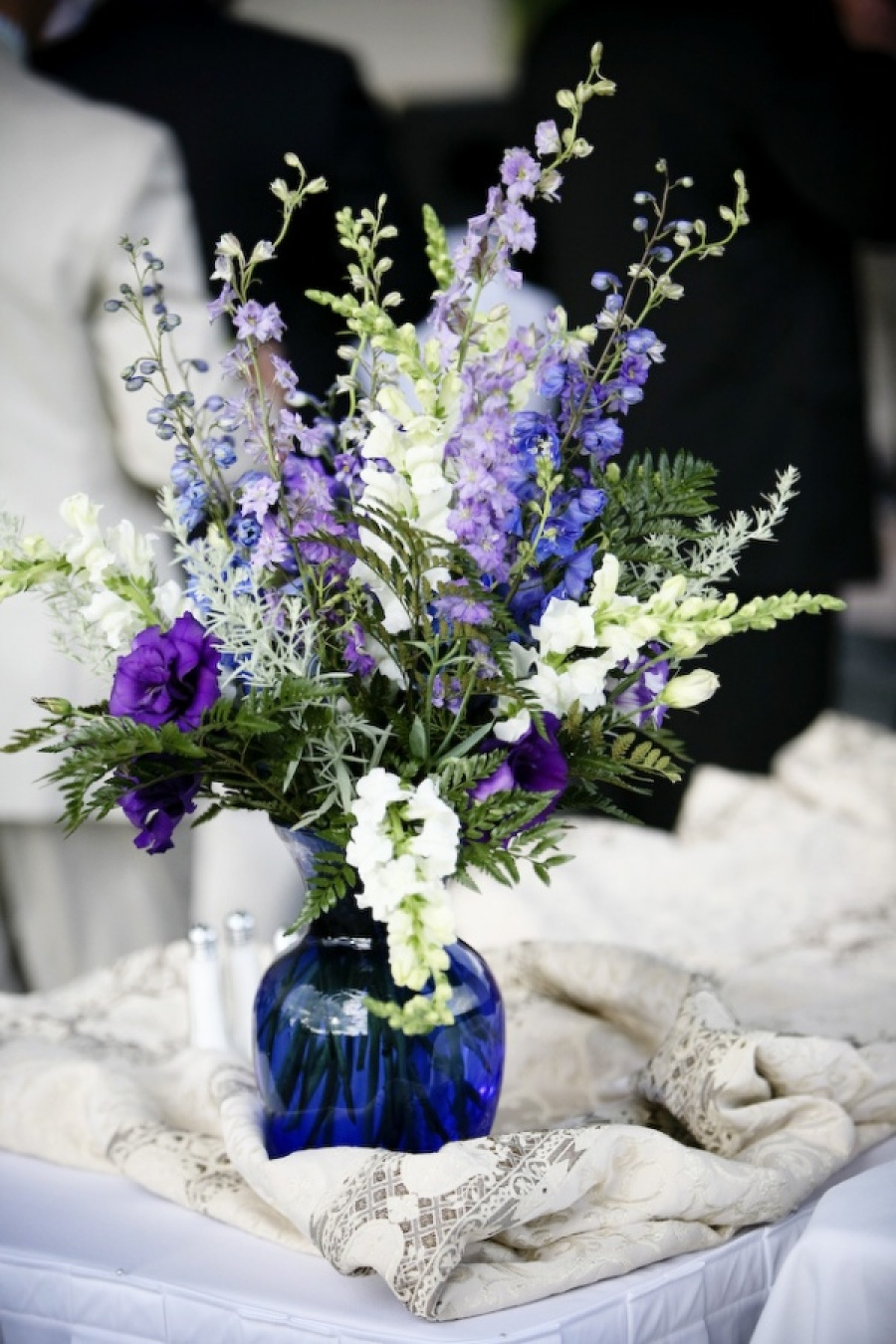 Purple and blue wedding flower decoration ideas