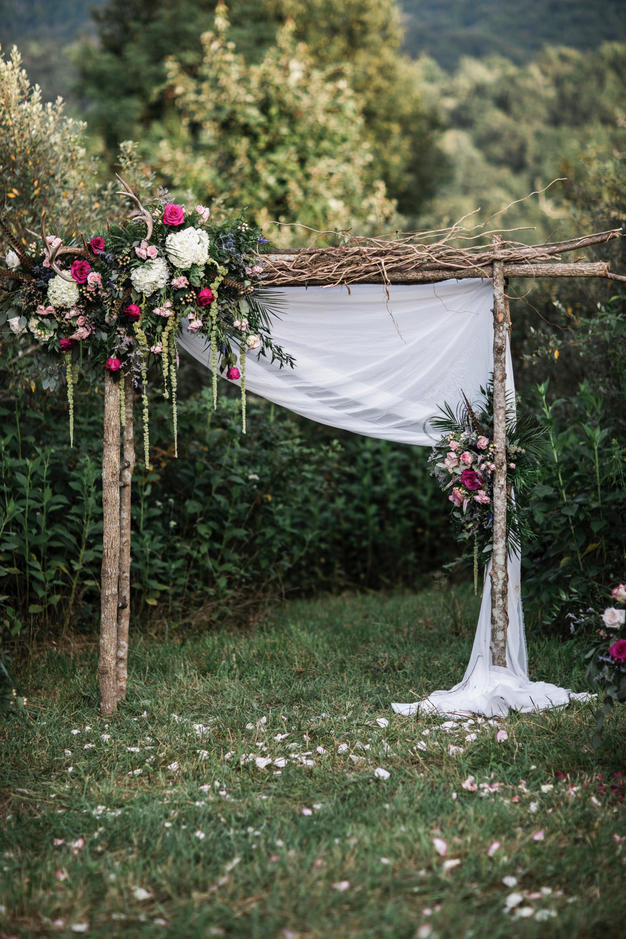 Whimsical rustic outdoor wedding arches ideas