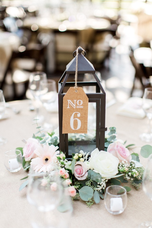 Chic lantern and floral rustic wedding centerpieces ideas