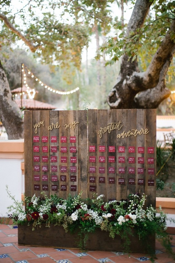 Wood place card display ideas with floral decoration
