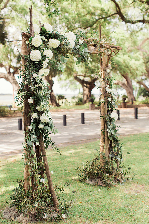 beautiful floral rustic wedding arch trends for 2018