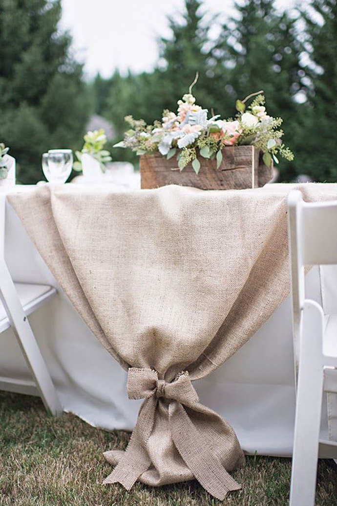 chic rustic burlap and floral wedding table ideas