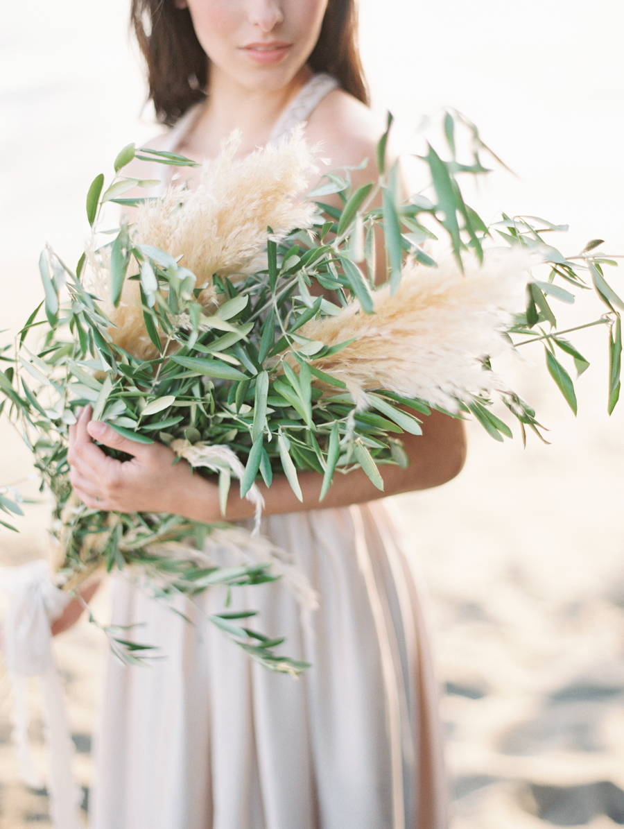 Great Ideas To Use Pampas Grass in Your Wedding Bouquets