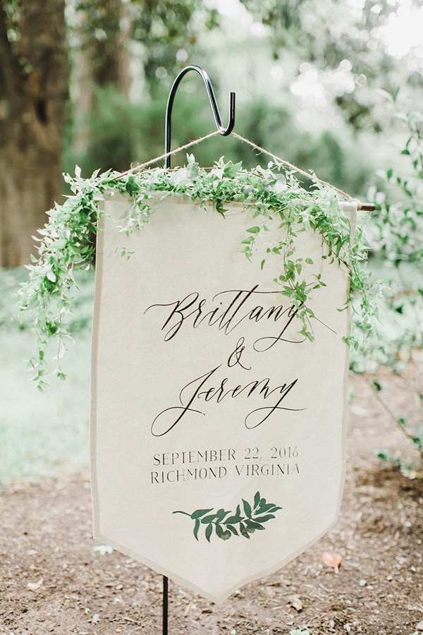 simple welcome banner for outdoor modern weddings