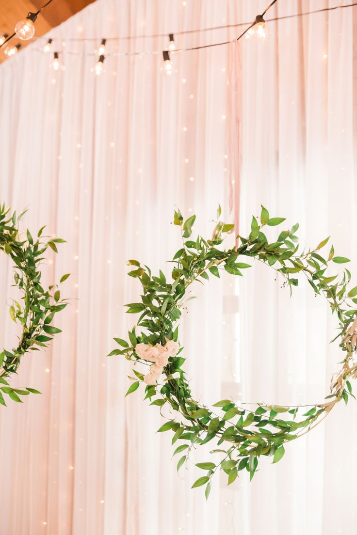 stunning blush wedding ideas with hanging greenery wreath