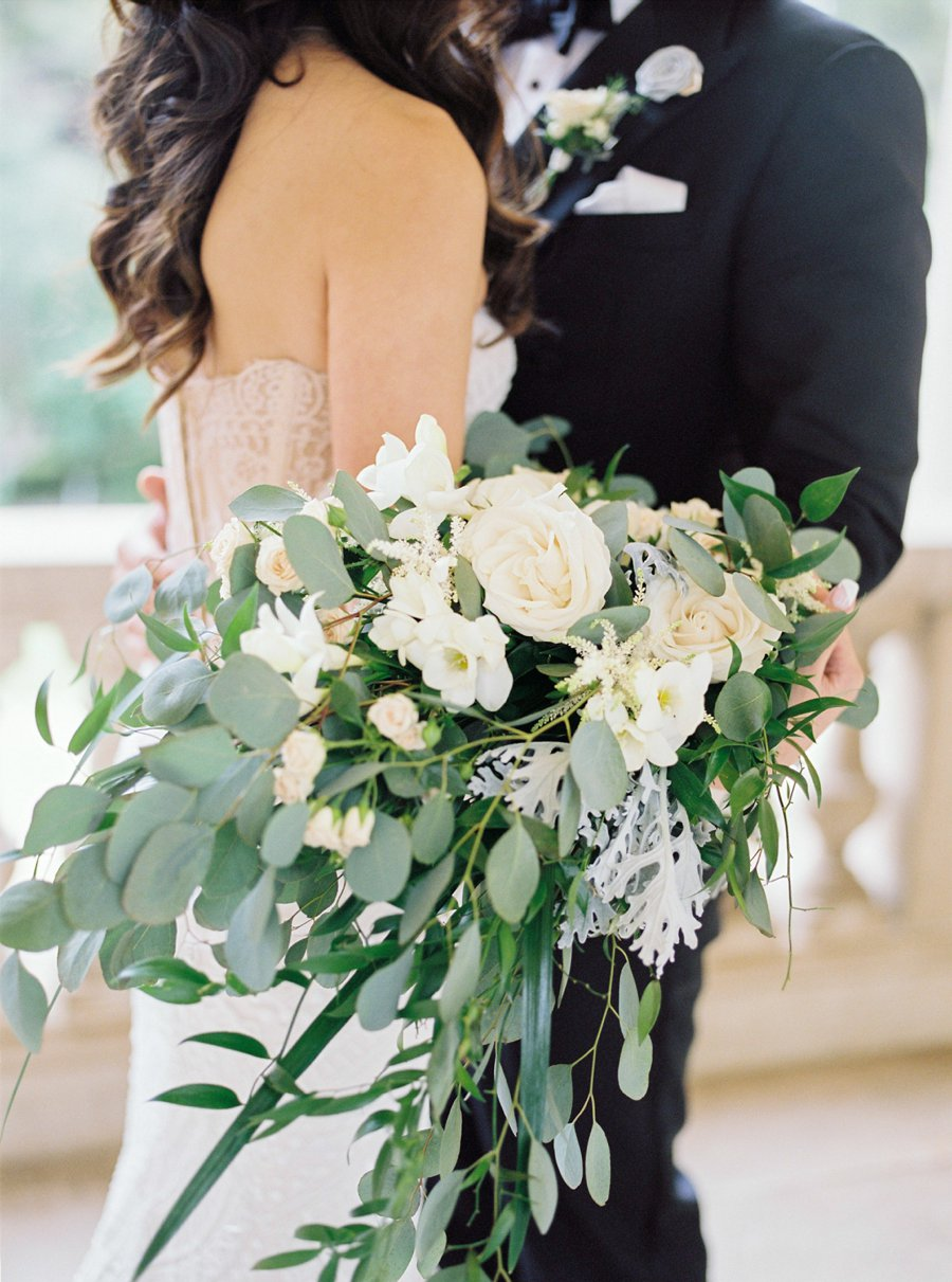 cream and green organic wedding bouquets ideas