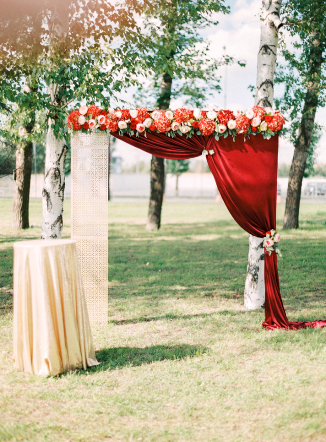 Cranberry Red and Champange Gold Wedding arch ideas