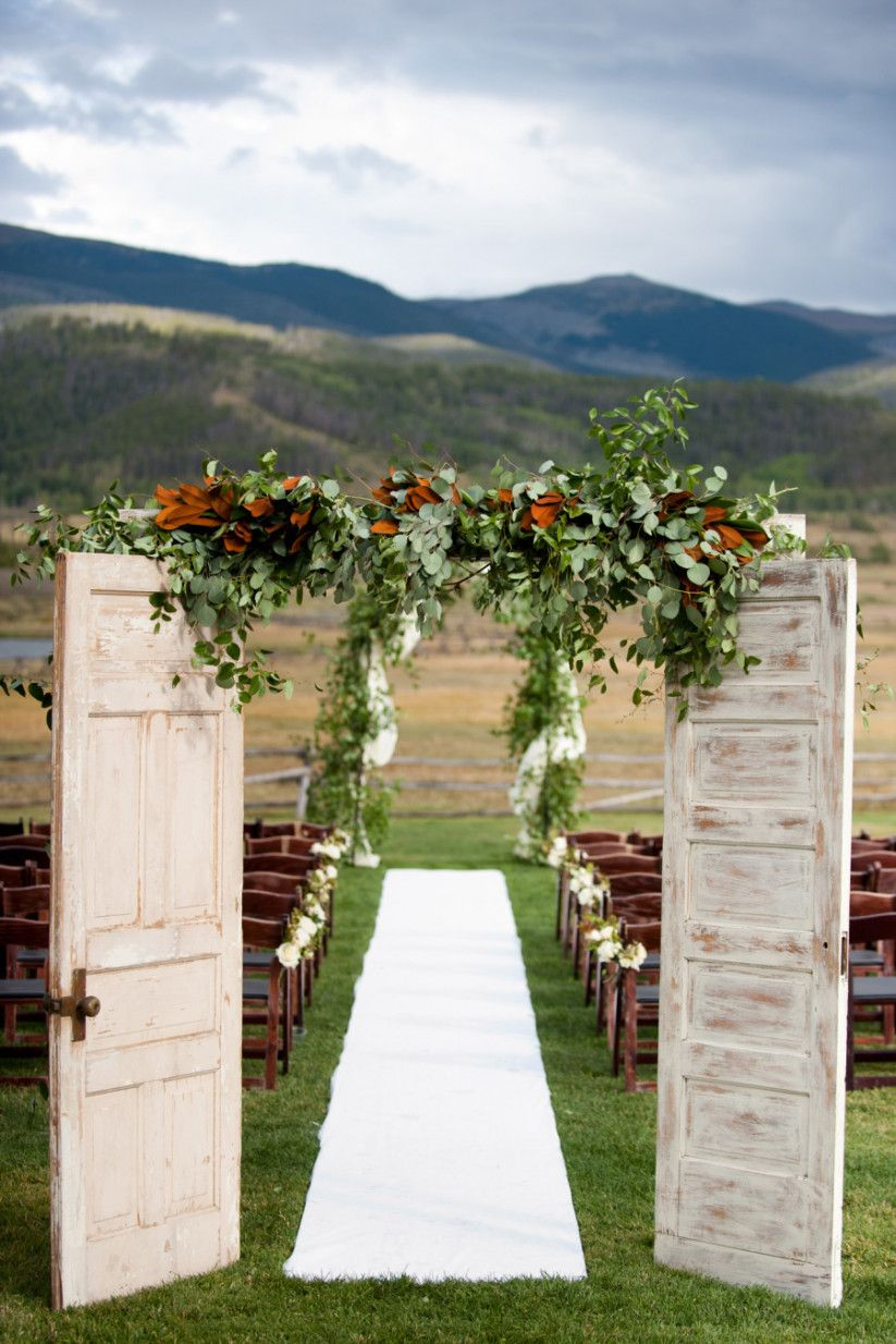 Elegant Entry Ideas for Rustic Chic Country wedding