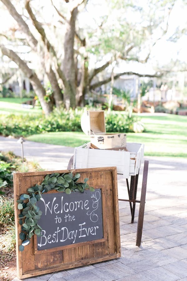 chalkboard and wood wedding welcome sign ideas