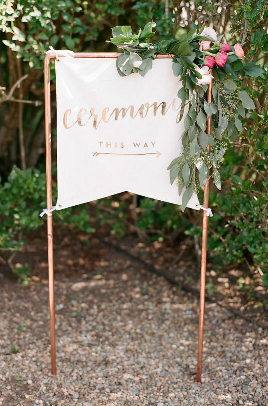 pretty organic flower and copper linen wedding welcome sign ideas
