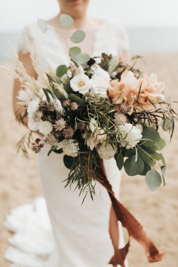 earthy floral bridal bouquets for fall season