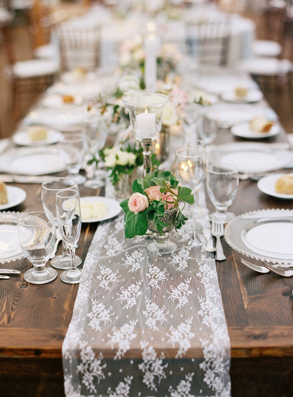 traditional lace and floral wedding table setting ideas