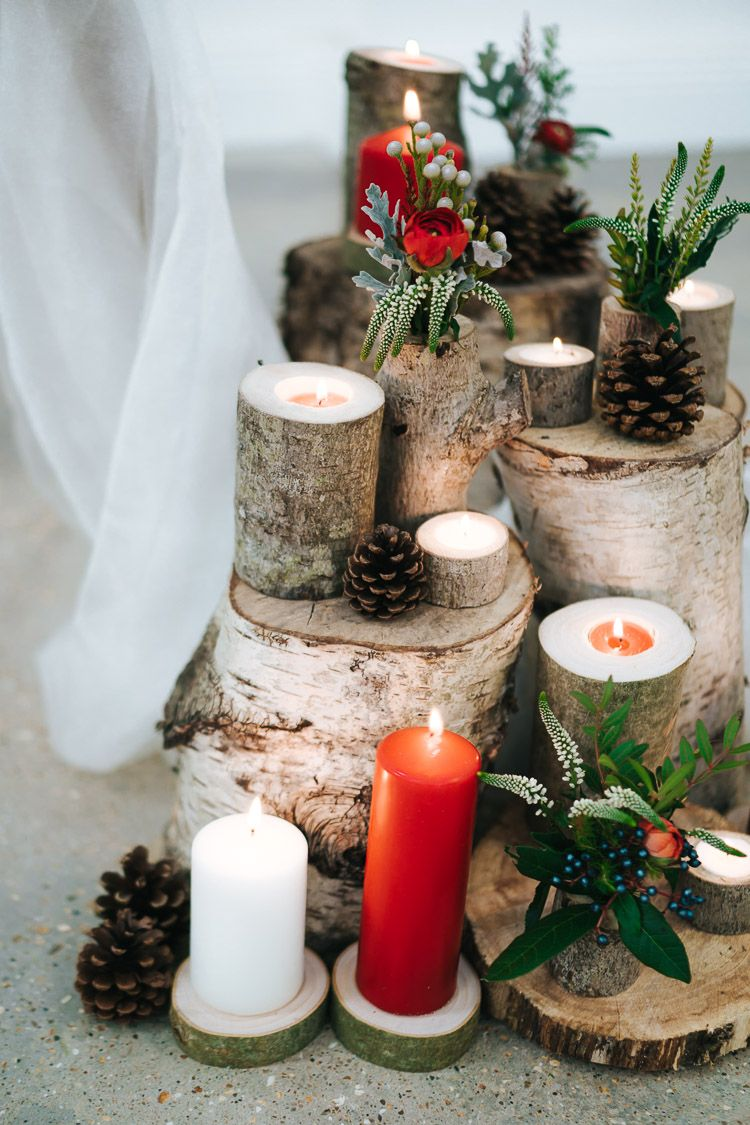 Red and green winter wedding decoration for christmas theme