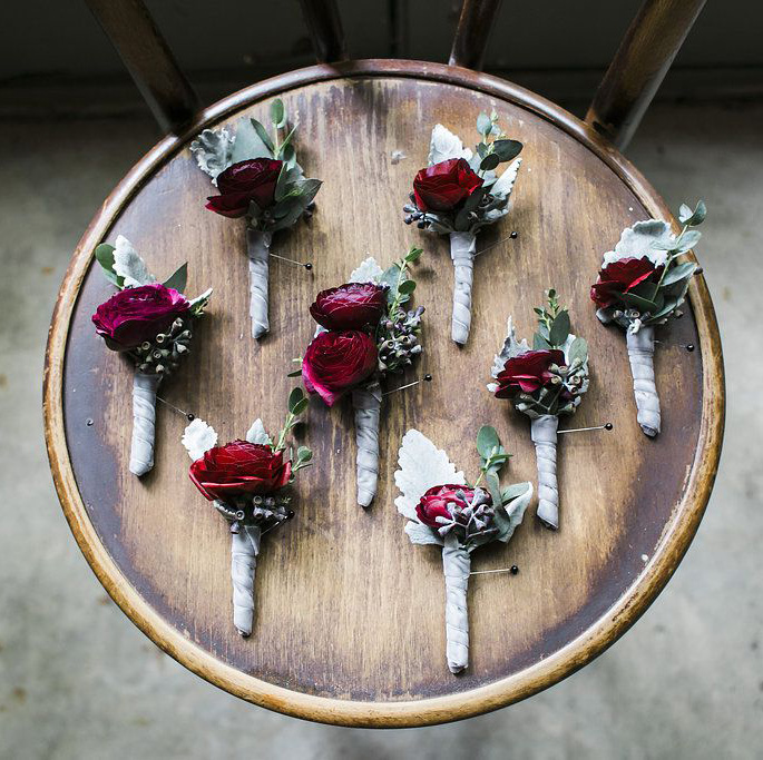 christmas inspired boutonnieres ideas