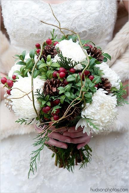 creative winter christmas wedding bouquets