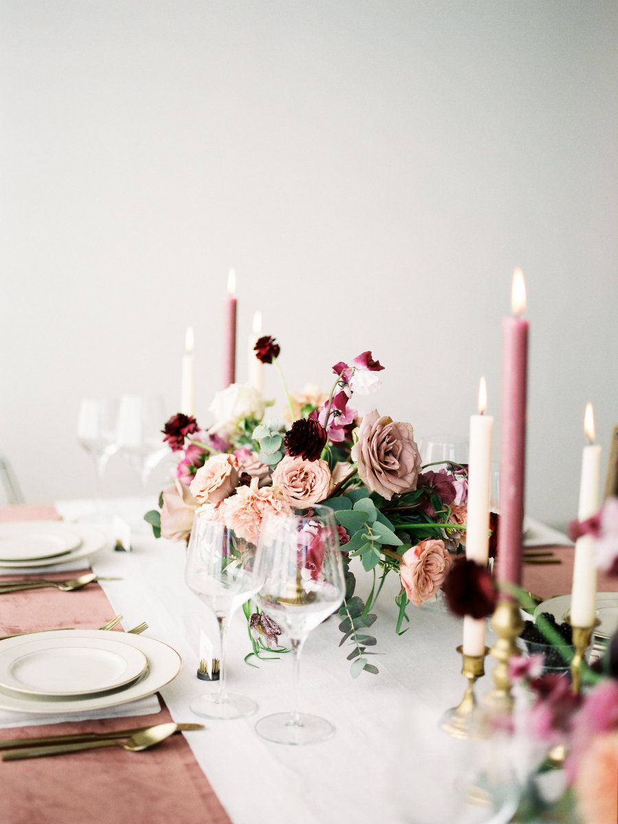 dusty rose, mauve and burgundy wedding table setting ideas