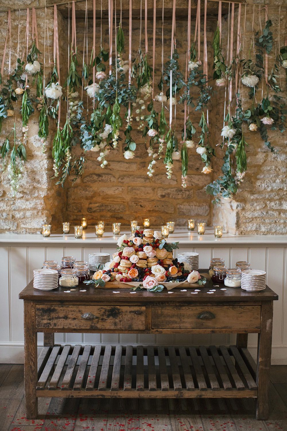 best hanging flower decorations for your wedding dessert table