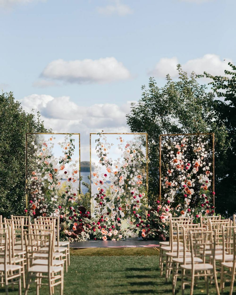 creative floral glass wedding backdrop ideas