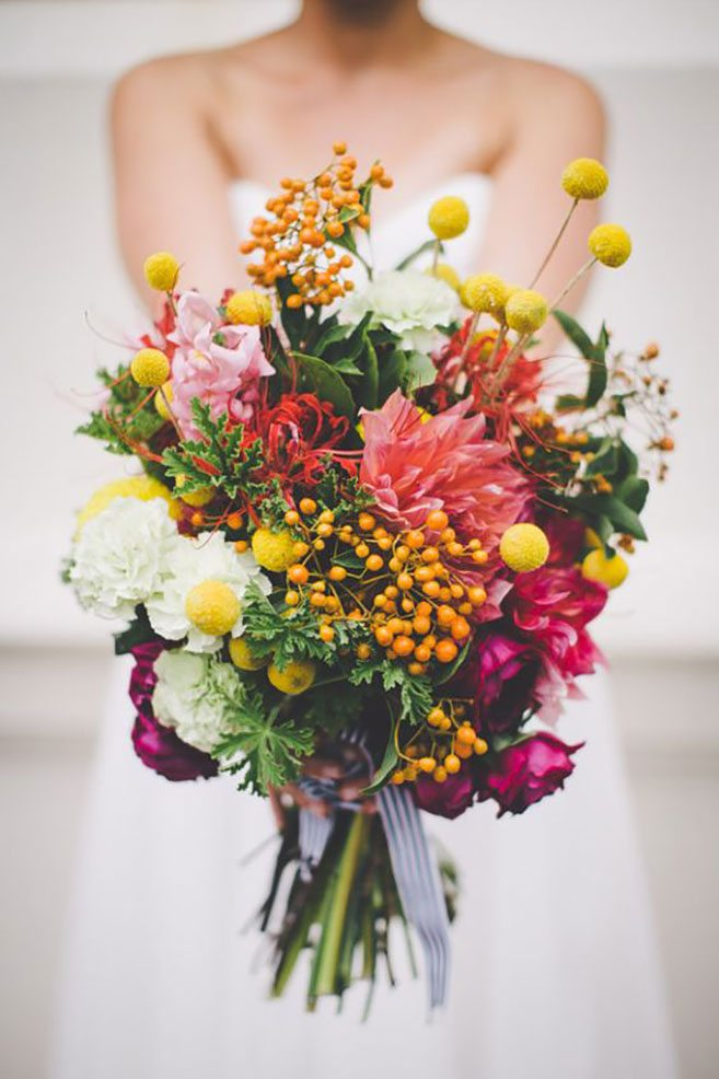 stunning coloured bouquets ideas for spring and summer