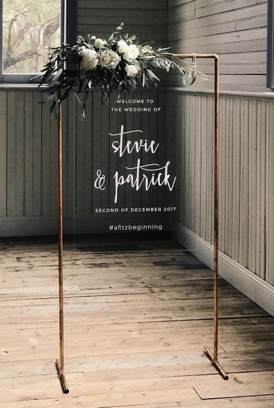 minimal and chic modern wedding sign ideas